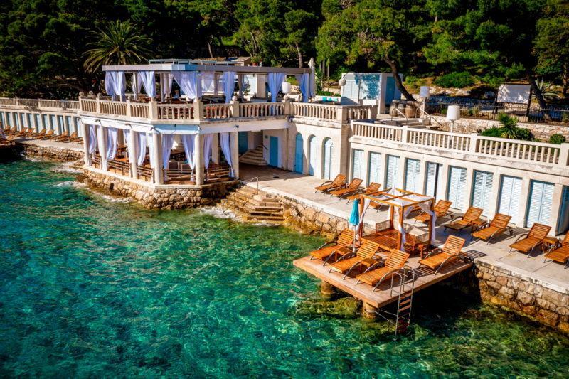 hochzeit kroatien hochzeitslocation beachclub strand heiraten 01 800x533 - Croatia Love - Eure Hochzeit in Kroatien