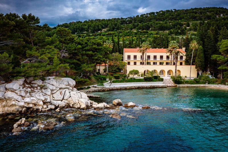 hochzeit kroatien hochzeitslocation strand villa heiraten trauung 02 800x533 - Versteckte Villa am Meer