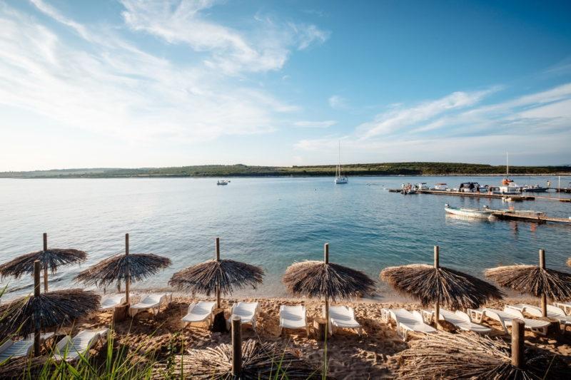 hochzeit kroatien hochzeitslocations heiraten strand beachclub 07 800x533 - Private Insel