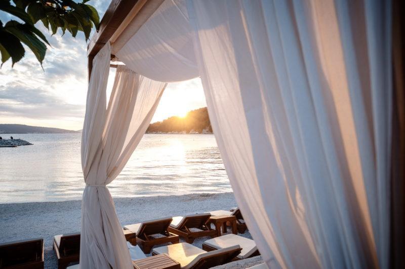 hochzeit kroatien hochzeitslocations heiraten strand beachclub joes 02 800x533 - Mit dem Privatjet nach Kroatien