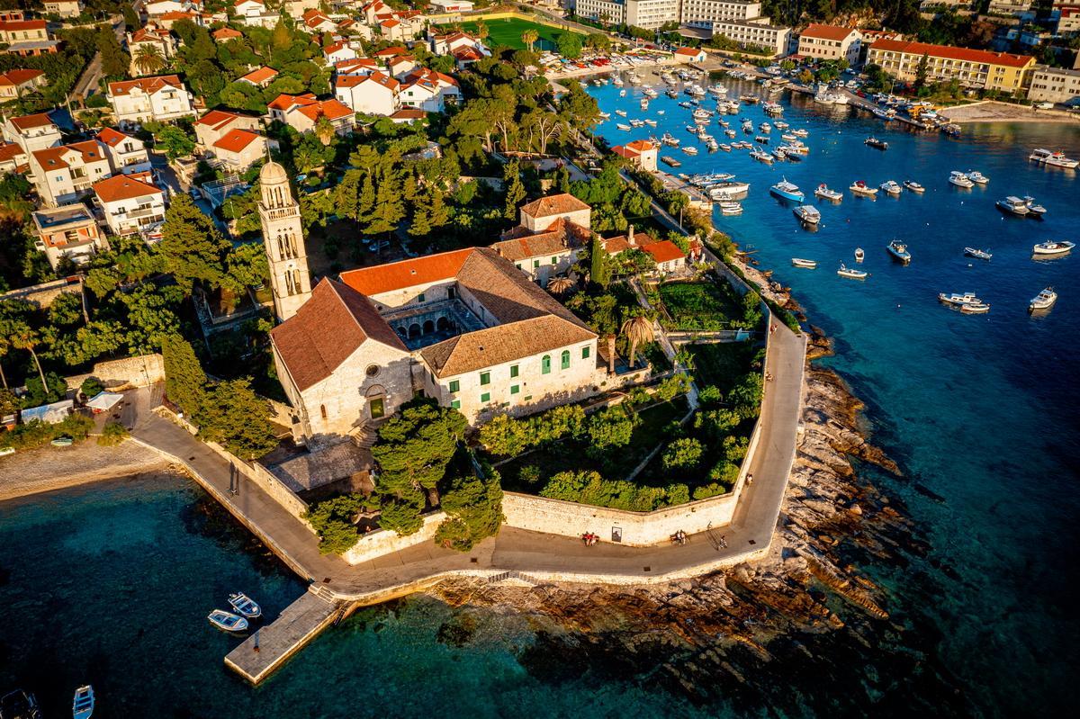 Kloster als Hochzeitslocation für Hochzeit in Kroatien Heiraten Hochzeitslocation Location