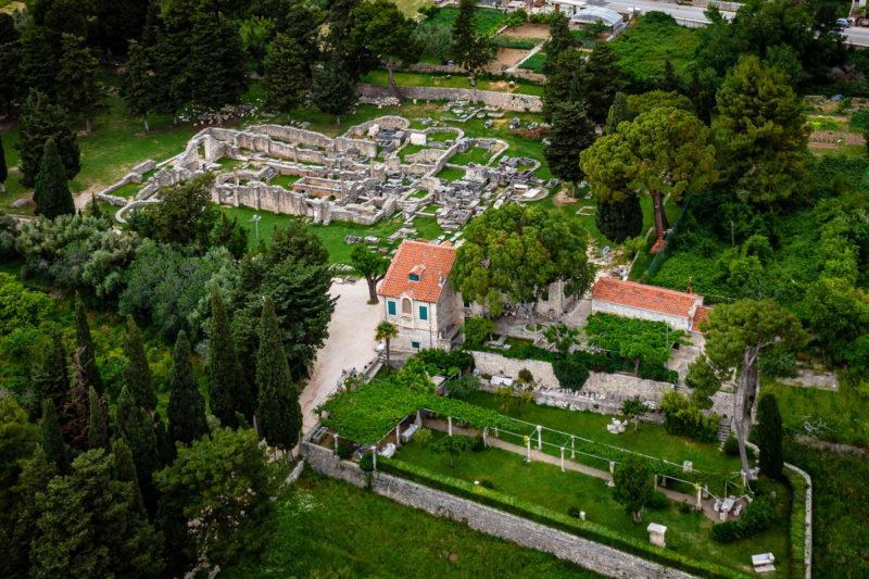 hochzeit kroatien heiraten boutique hotel ruine trauung 01 800x533 - Croatia Love - Eure Hochzeit in Kroatien