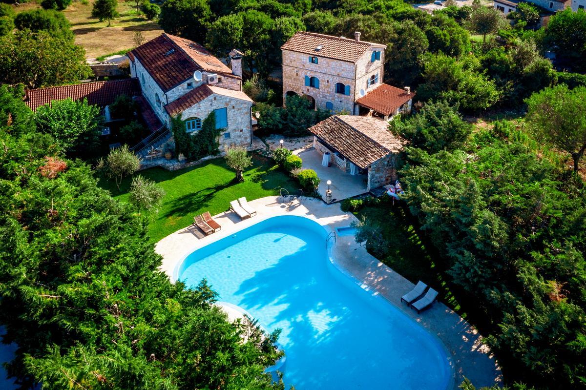 Mediterrane Steinvilla mit Pool in Kroatien