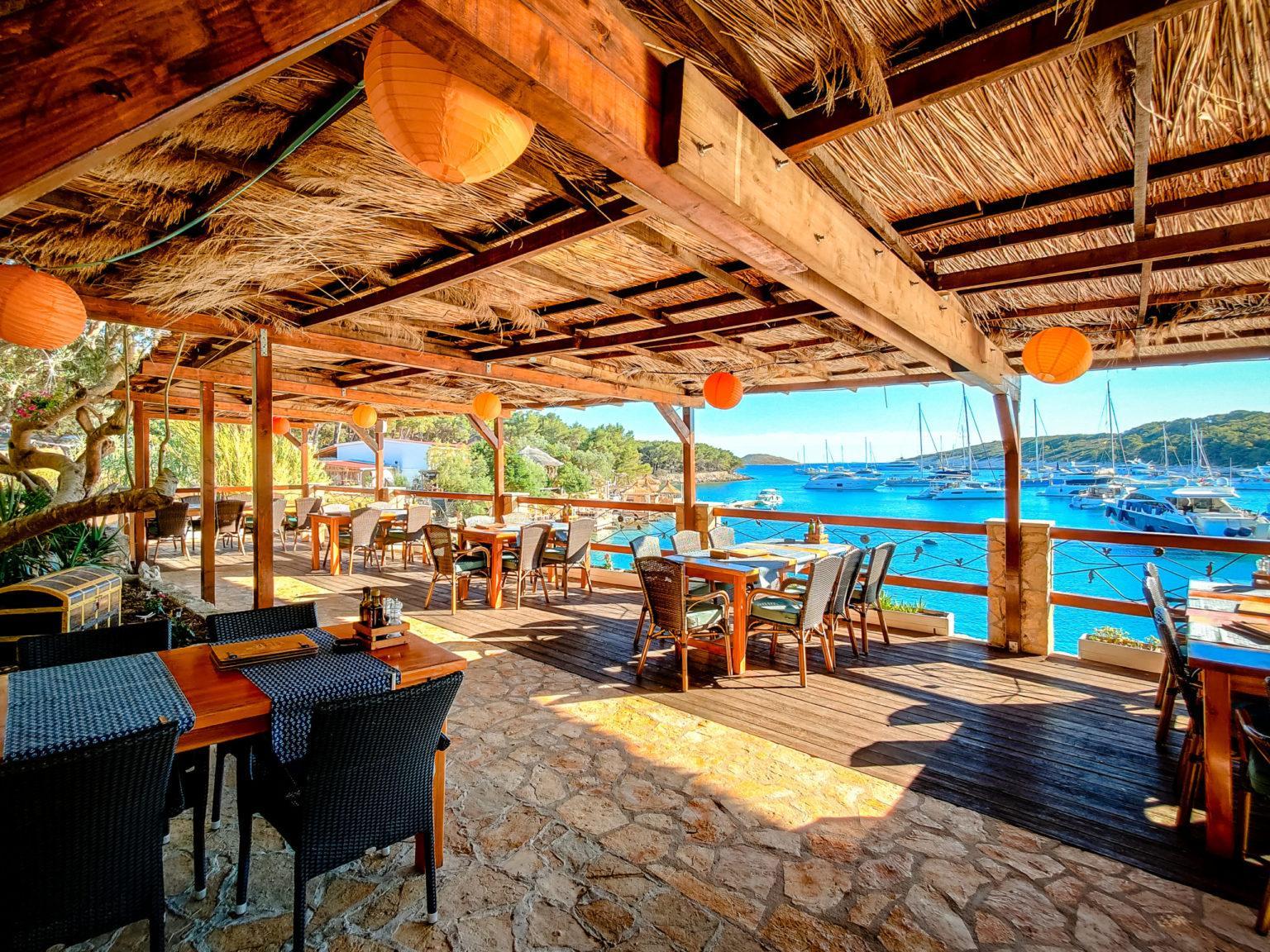 Hochzeitslocation Kroatien Beachclub Location Hochzeitsplanung am Meer Heiraten idyllisch Strandclubhaus