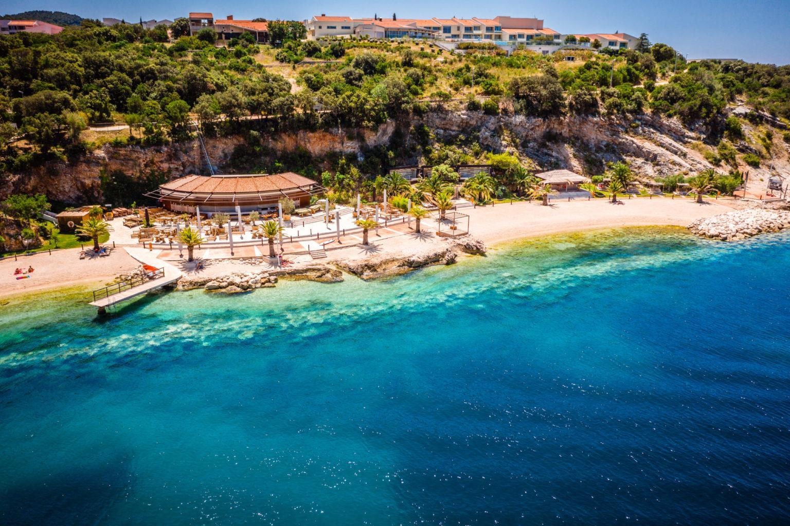 Heiraten im Beachclub am Meer mit Hotel Hochzeitslocation Location in Kroatien