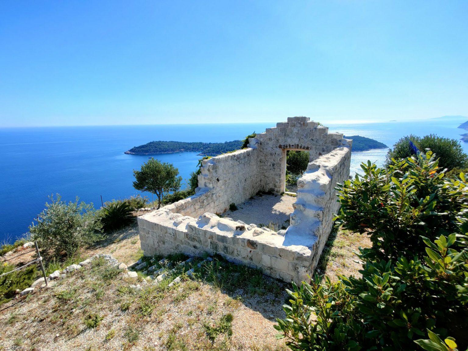 Hochzeit im Orsula Park Heiraten Hochzeitslocation Location in Kroatien Berge am Meer mit Ruine